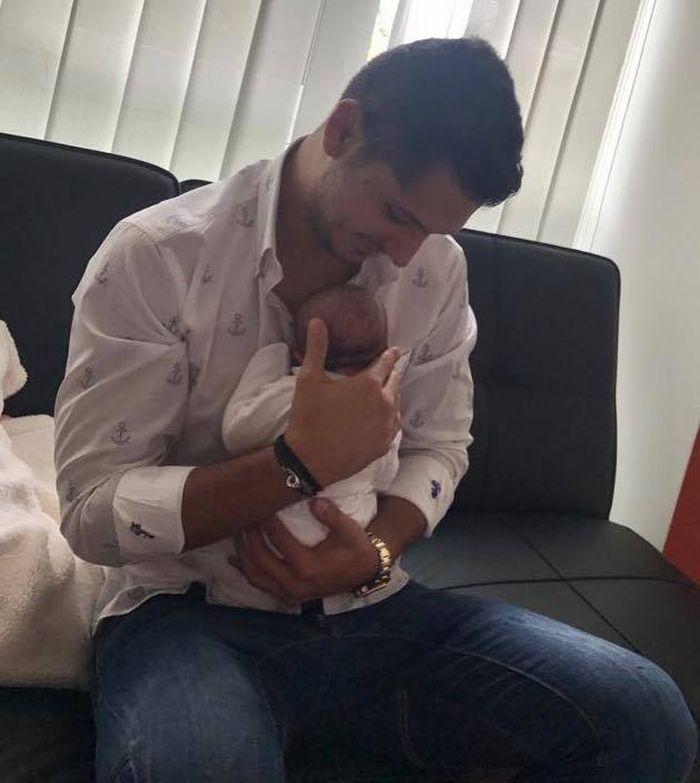 Iubitul Elenei Băsescu cu Anastasia, fiica sa, în braţe