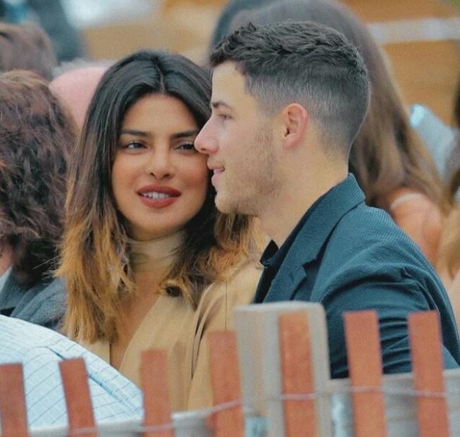 Priyanka îl privește pe Nick într-un anume fel...