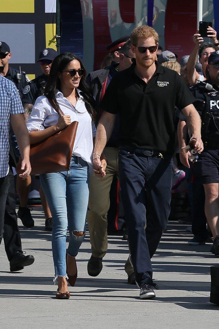 Meghan Markle și Prințul Harry, prima ieșire oficială. Jenașii rupți ai lui Meghan Markle au atras atenția tuturor.