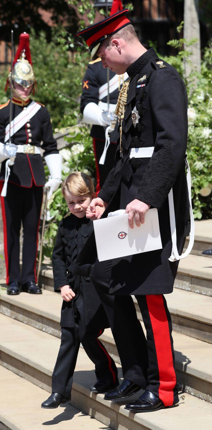 Prințul George împlinește 5 ani pe 22 iulie. La nunta unchiului său, Prințul Harry, cu Meghan Markle, a purtat pentru prima oară pantaloni lungi.