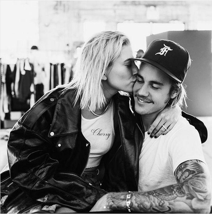 Justin Bieber e îndrăgostit până peste cap de Hailey Baldwin... Dar e și foarte gelos!