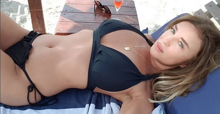 Tania Budi (50) la Marea Neagră