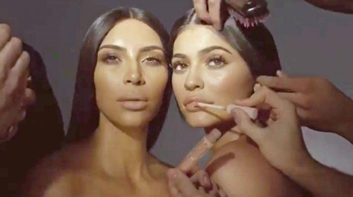 Kylie Jenner și Kim Kardashian, sora ei mai mare, colaborează și pe plan profesional, în domeniul cosmeticelor.