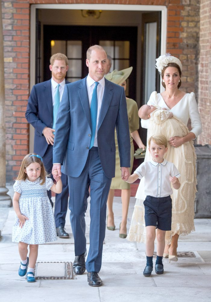 Tablou de familie: Ducii de Cambridge, Kate Middleton și Prințul William, alături de copiii lor, Prinții George și Louis și Prințesa Charlotte.