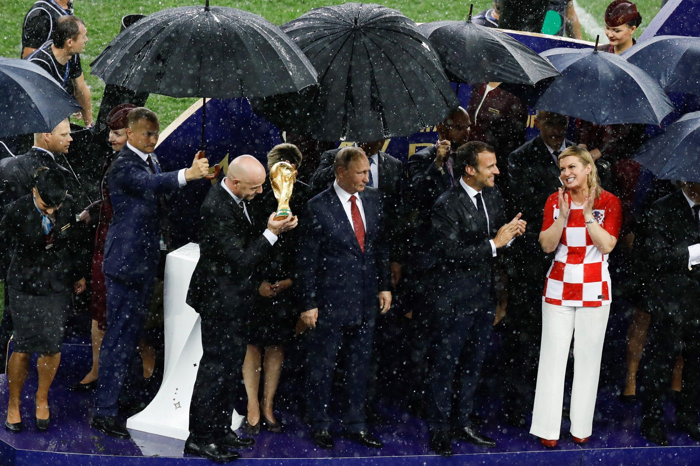 Mult prea târziu, umbrele pentru toată lumea...
