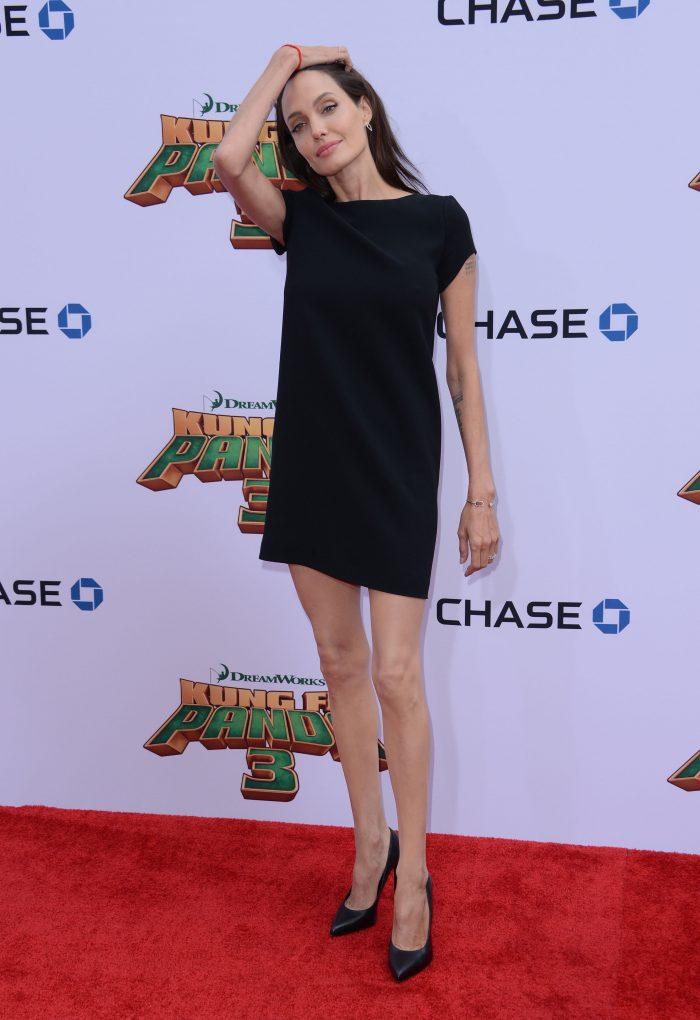 Angelina Jolie este îngrijorător de slabă pentru înălțimea ei.