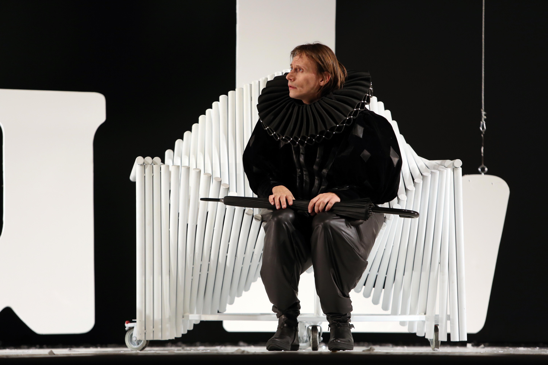 Marius Manole in rolul bufonului in Regele Lear 2