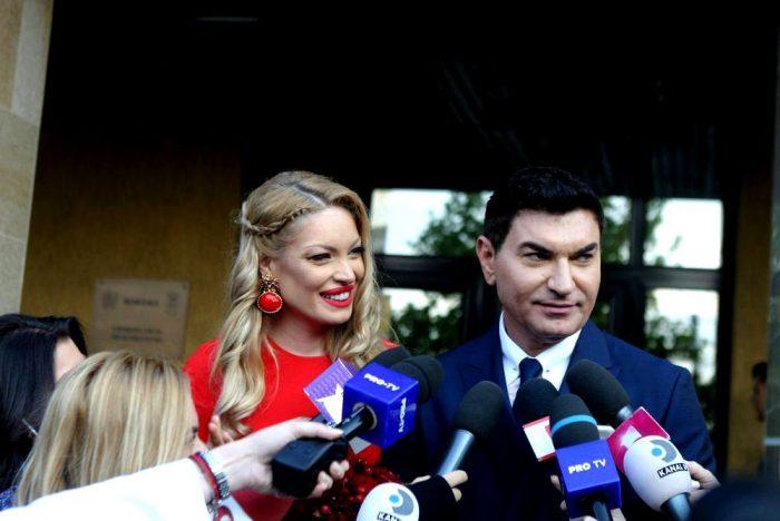 Valentina Pelinel a purtat cerceii de la Iulia Albu