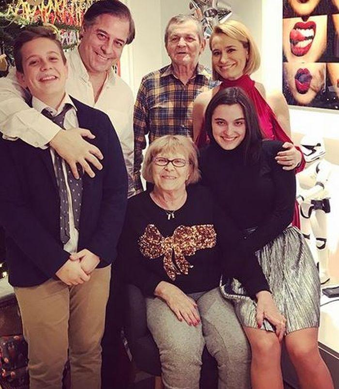 Andreea Esca, părinții ei, copii Alexia și Aris și Alexandre Eram