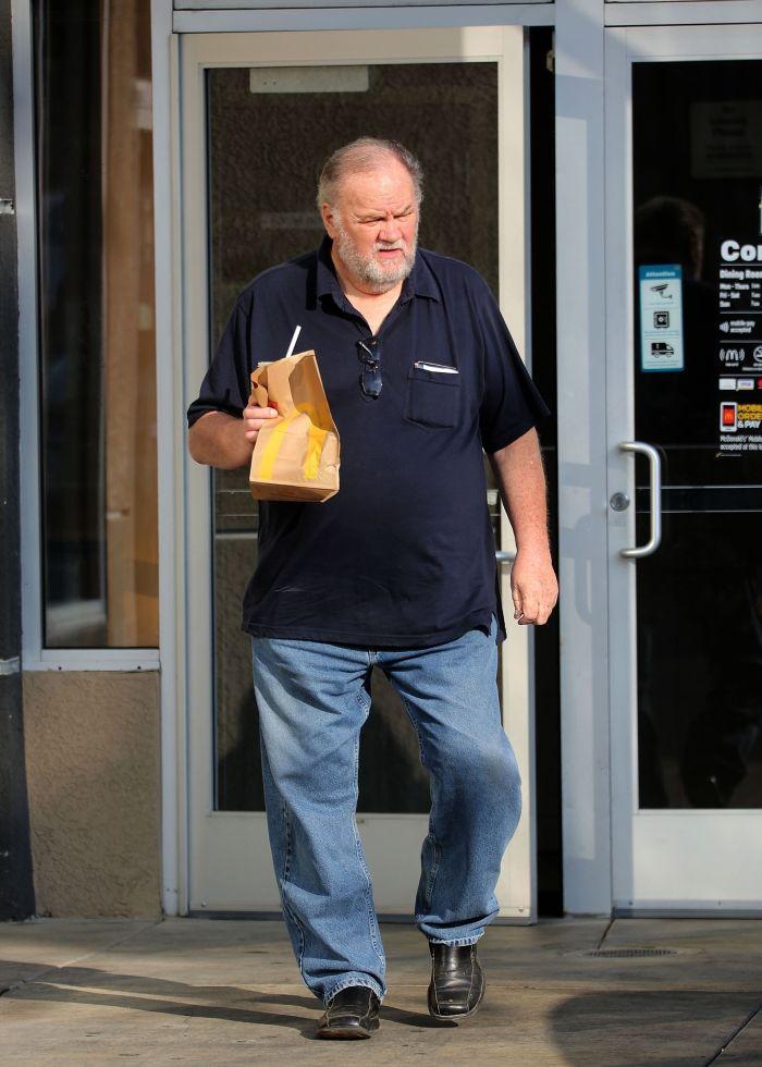 Thomas Markle și-a vândut fiica pentru bani... sau pur și simplu s-a lăsat manipulat.