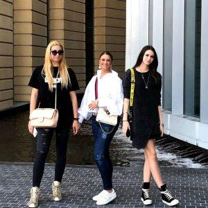 """Anamaria Prodan își lasă fetele să pozeze în revistă pentru adulți. Ce decizie a luat Rebecca: """"Sunt timidă"""""""