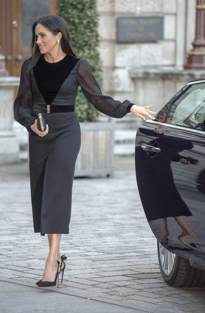 Meghan Markle trebuie să poarte permanent cu ea un outfit de culoare neagră.