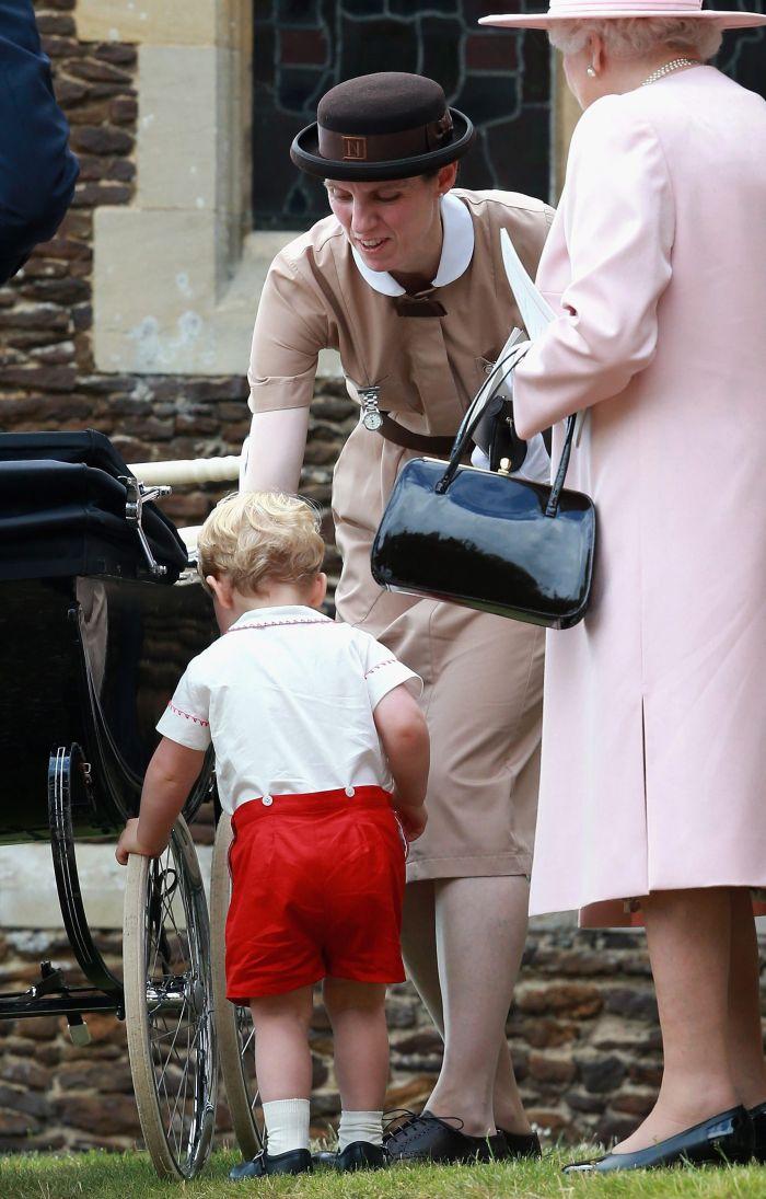 Maria Borrallo, alături de Prințul George și Regina Elisabeta a II-a.