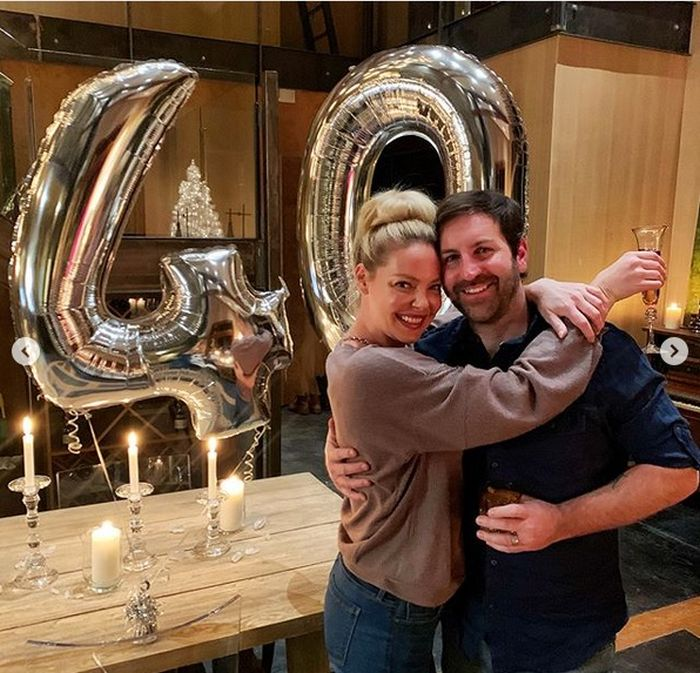 Katherine alături de soțul ei, Josh Kelley.