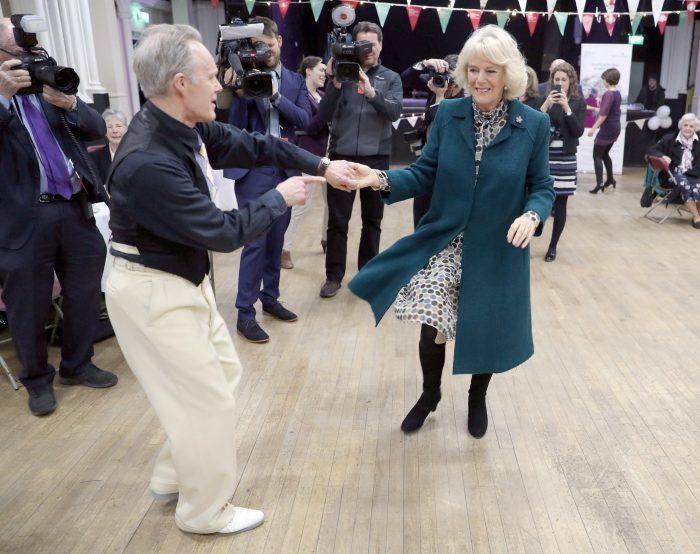 Camilla se descurcă bine pe ringul de dans.