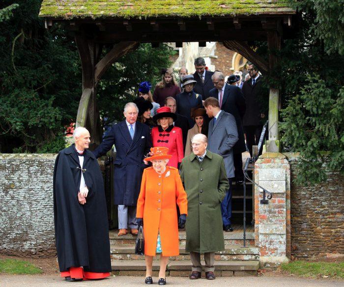 Membrii familiei regale britanice, după slujba de Crăciun, în Norfolk, locul unde petrec în fiecare an Sărbătorile.