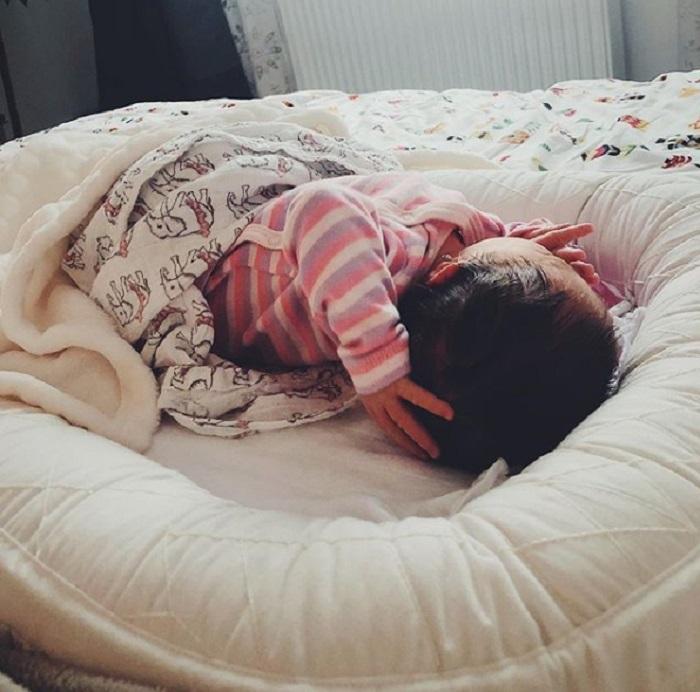 Feli Donose si fetita ei