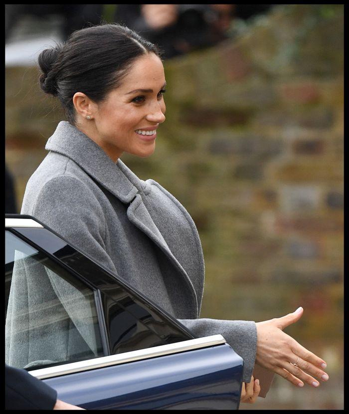 Pe m\na Ducesei de Sussex a ap[rut un inel nou - Mâna Fatimei, un talisman care își ferește purtătorul de energiile negative.