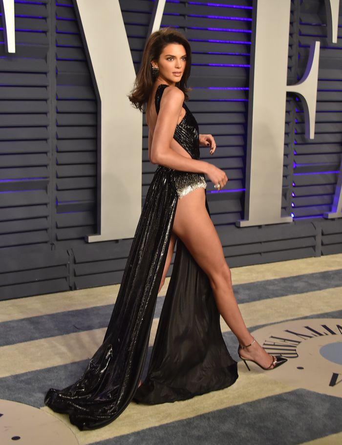 Așa a apărut Kendall Jenner la petrecerea de după Oscar