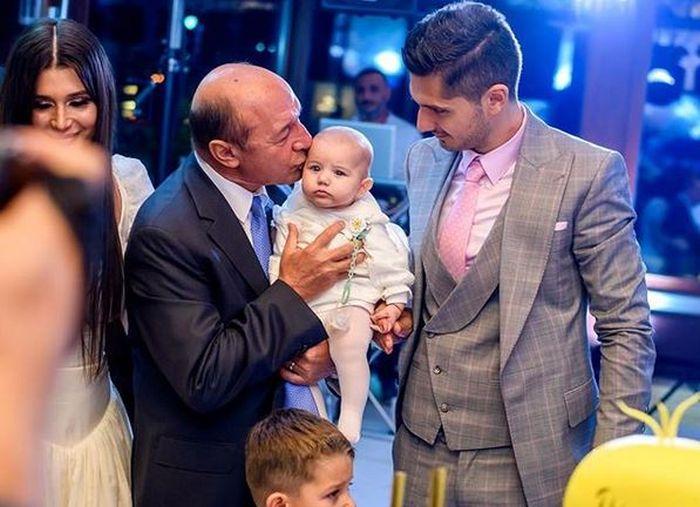 Cătălin Tomata, cu fiica sa, Anastasia și bunicul acesteia, Traian Băsescu