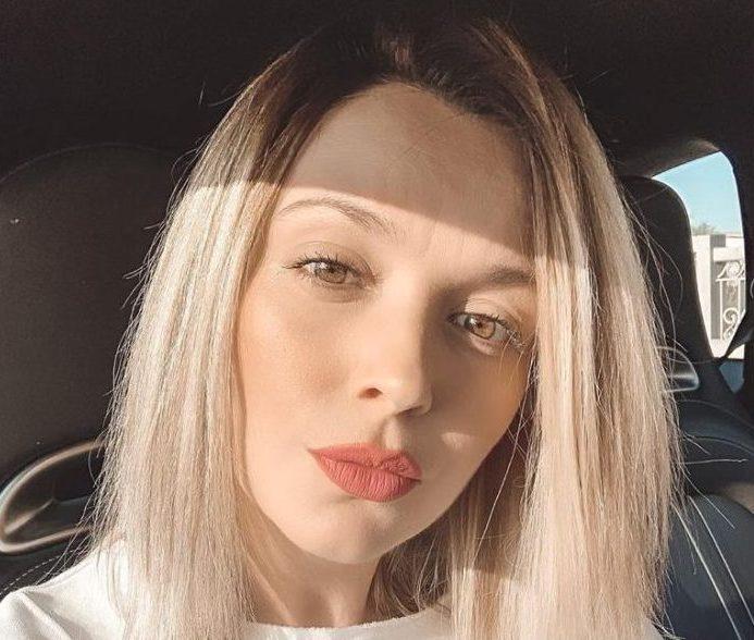 Diana Dumitrescu se mândrește cu burtica de gravidă. E în al doilea trimestru de sarcină