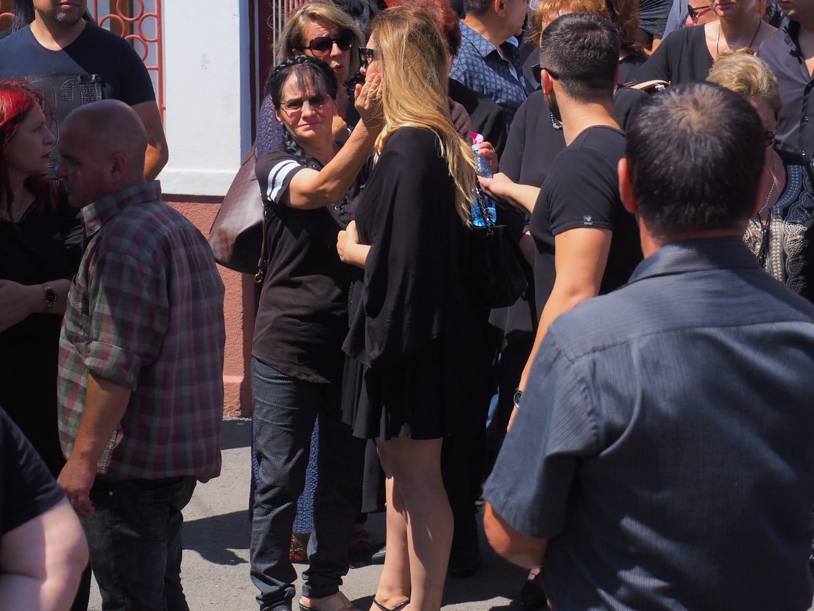 Diana Bisinicu a fost la un pas de lesin, la inmormantare