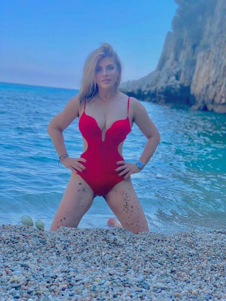 Loredana Groza in costum de baie 6