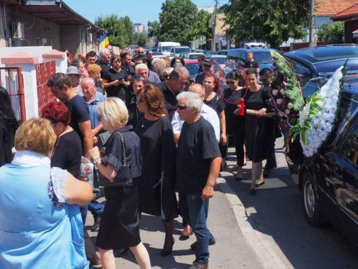 Raluca, fosta soție a lui Marcel Toader, a venit la înmormântare 1