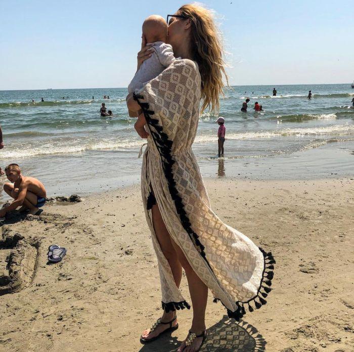 Flavia Mihăşan, prima poză în costum de baie după ce a născut