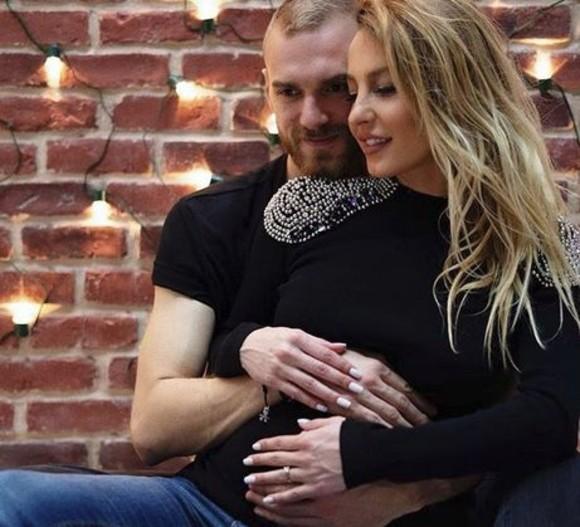 Flavia Mihăşan şi Marius Moldovan sunt părinţii unei fetiţe