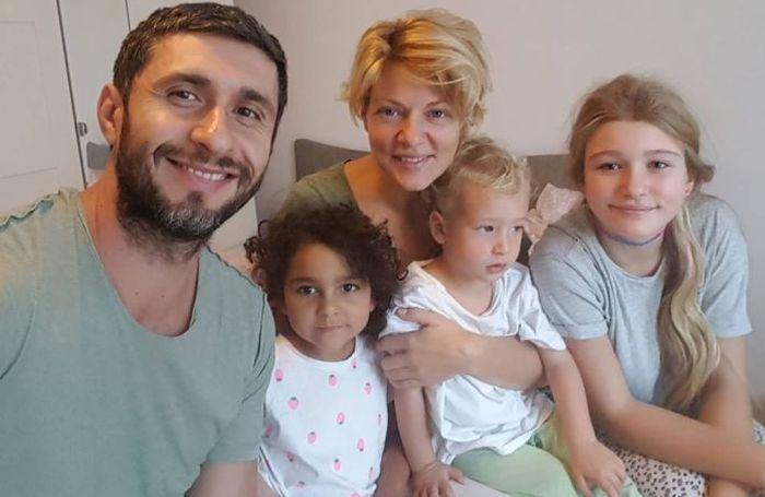 Dragoș Bucur, Dana Nălbaru și copiii lor