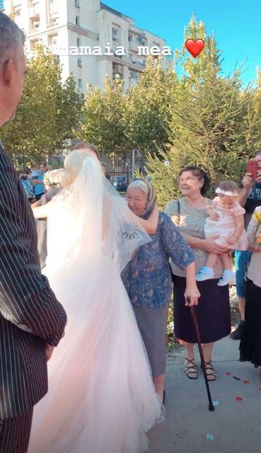 Andreea Bălan și-a luat tatăl în brațe