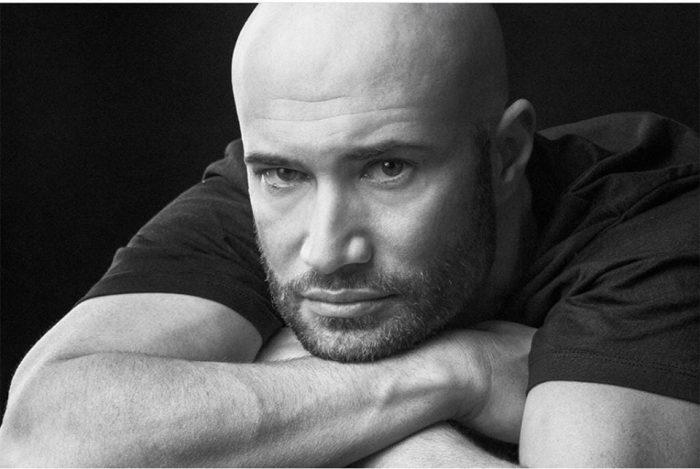 """Blocul în care locuiește Mihai Bendeac a fost cuprins de flăcări. Declarațiile actorului: """"M-am speriat îngrozitor"""""""