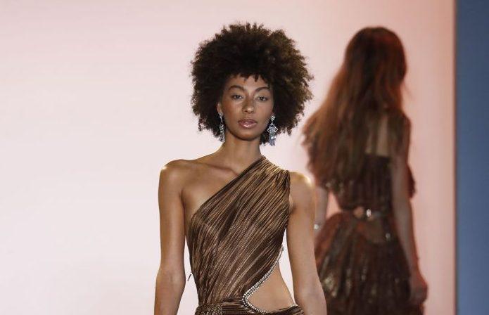 Piele și os! Cum au apărut fotomodelele la o prezentare de modă din New York