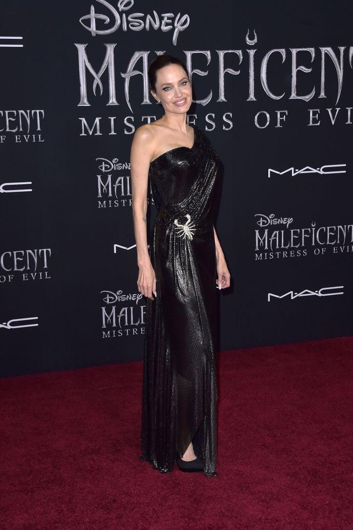 Angelina Jolie la premiera noului Maleficent