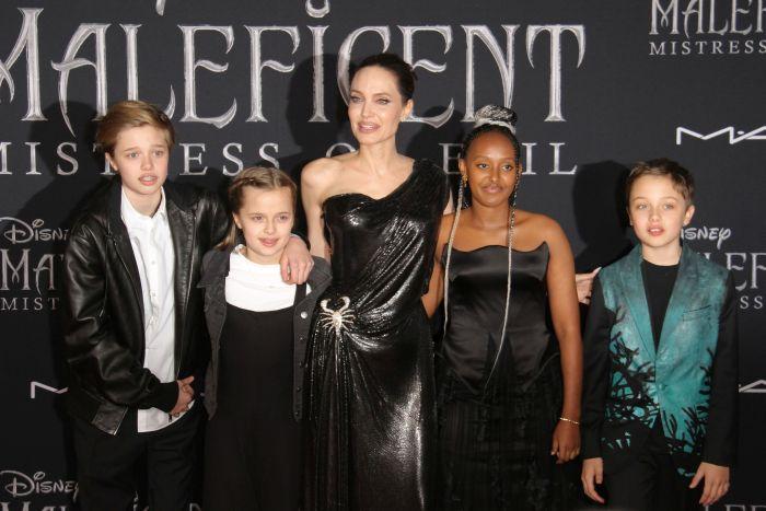 Angelina Jolie și o parte din copiii ei