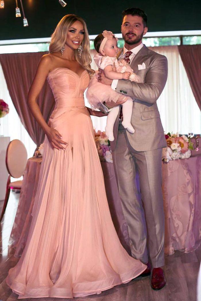 Bianca Dragusanu și Victor Slav alături de fetița lor