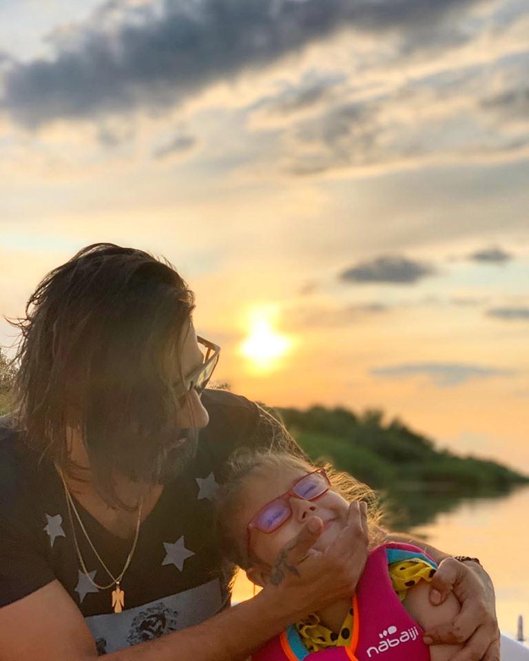 Connect-R şi fiica lui
