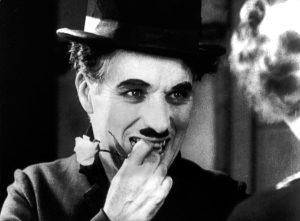Charlie Chaplin, un tiran sadic care făcea sex cu adolescente și își maltrata copiii. Detalii neștiute despre copilăria lui săracă și relația cu mamă bolnavă mintal