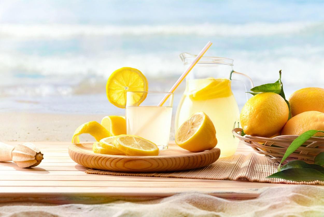 Apa cu lămâie slăbește și ajută digestia
