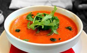 Supa de roșii, 8 beneficii pentru sănătate în sezonul rece. Are un rol important și în lupta cu COVID-19!