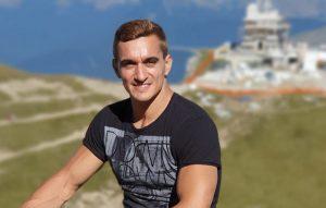 Marian Drăgulescu are doi copii. Fiul îi calcă pe urme, iar fata a avut grave probleme de sănătate