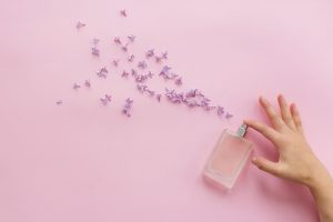 Cum ai grijă de parfumurile tale ca să dureze mai mult