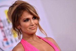 Și Jennifer Lopez are celulită! Cum arată vedeta, în pantaloni scurți