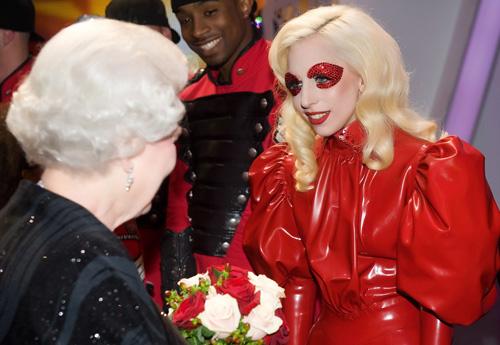 Elisabeta a II-a, Lady Gaga