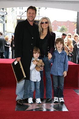 Russell Crowe, family