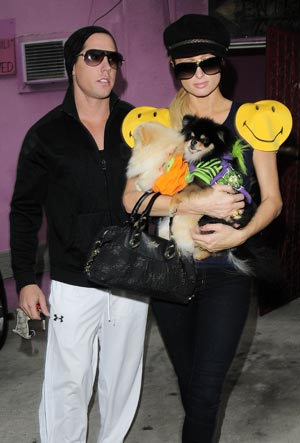 Cy, Paris Hilton