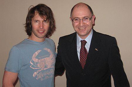 James Blunt, Yilmaz Yildirimlar, director general Radisson SAS Hotel, Bucuresti